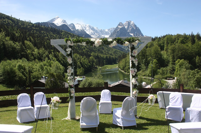 Trauung auf der Bergwiese am Riessersee in den Bergen von Bayern, Garmisch-Partenkirchen - wedding ceremony in the Bavarian mountains - Hochzeit im Riessersee Hotel - wedding venue in Garmisch, Bavaria