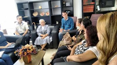 Prefeito Ezigomar recebe em seu gabinete os representantes do CMDCA de Miracatu.