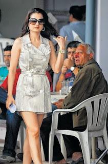 Amisha Patel Legs Show In Public Place