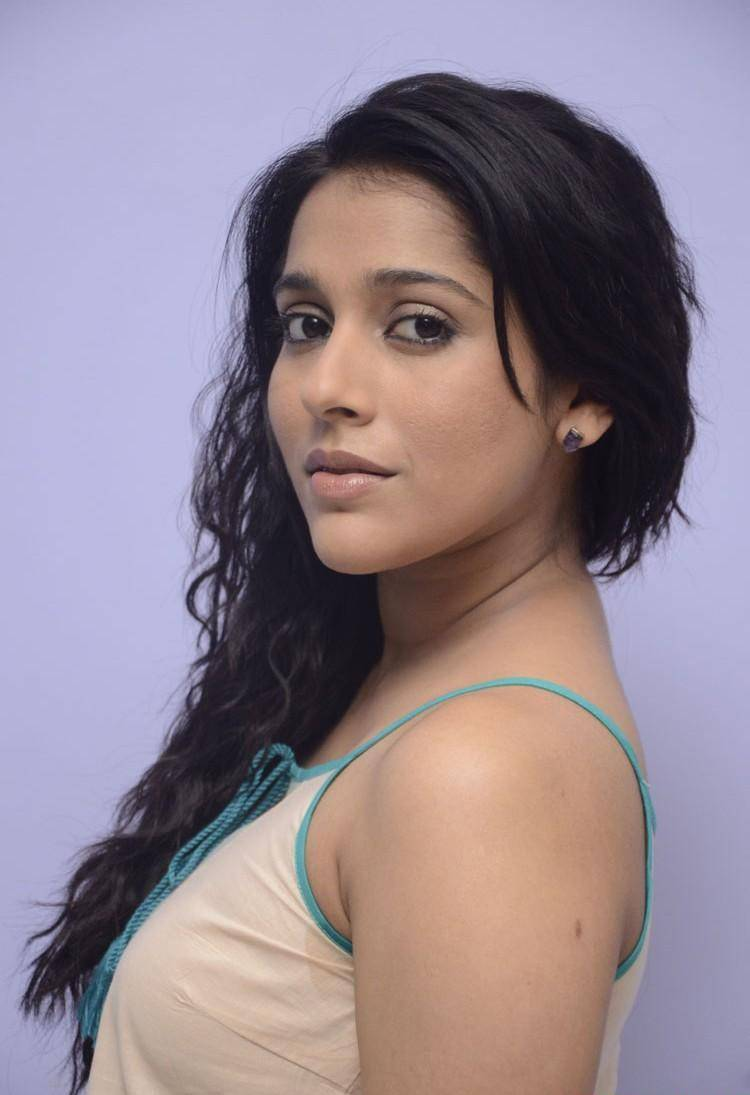 Tollywood Anchor Rashmi Hot Face Long Curly Hair Photos In Cream Color Top