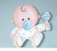 silueta de madera de bebé niño con chupete babydelicatessen
