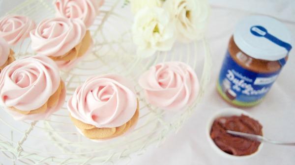 Rosas dulces de merengue y mousse