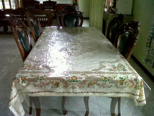 Meja Makan Villa