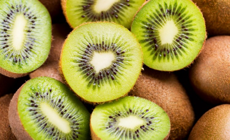 Smoothie Bowl Kiwi Dan Pisang Untuk Menurunkan Tekanan Darah