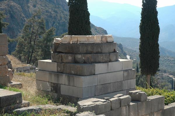 Μνημείο της νίκης των Ελλήνων εναντίον των Περσών στήνεται ξανά στους Δελφους