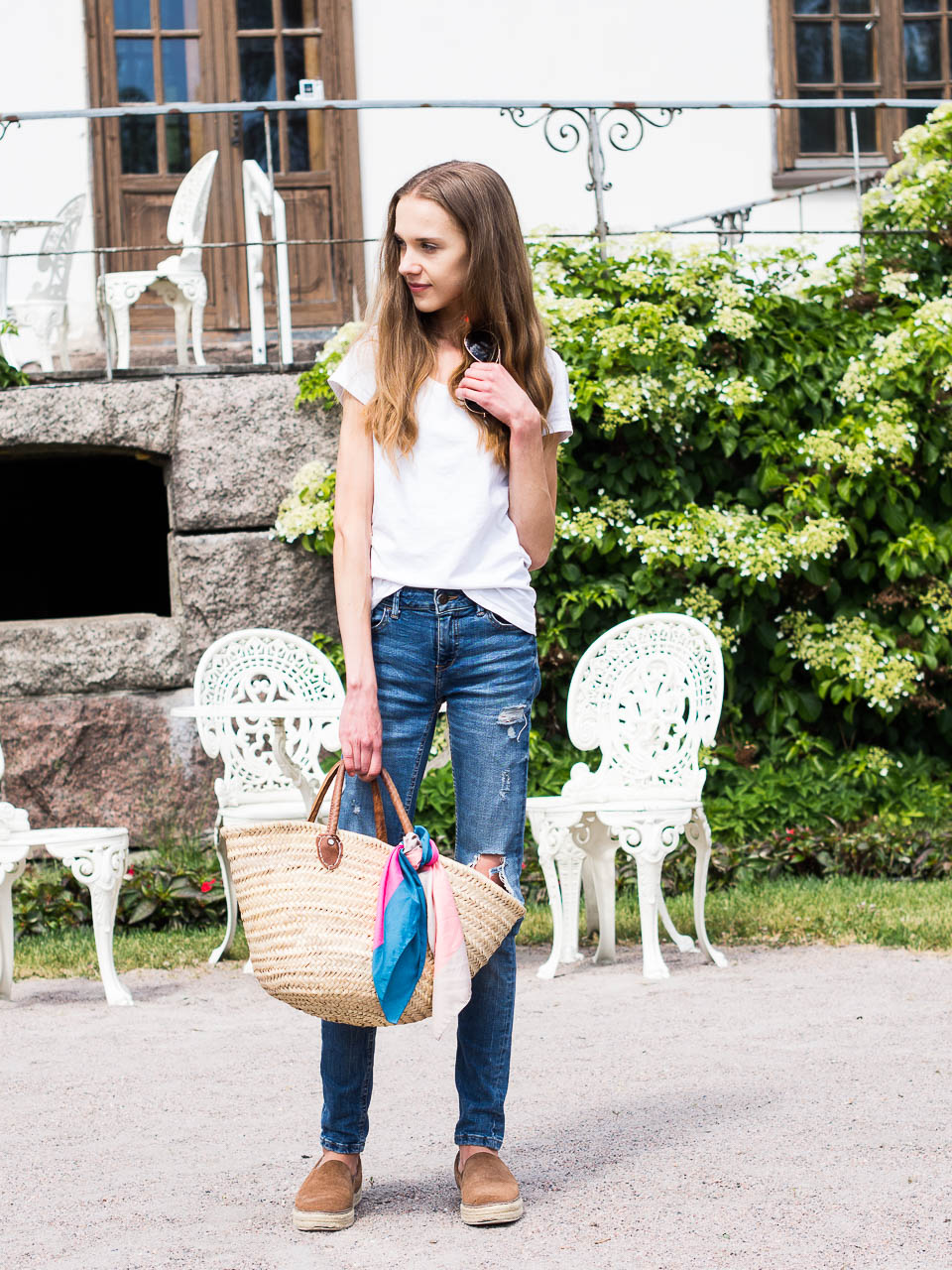 how-to-style-distressed-denim-for-summer