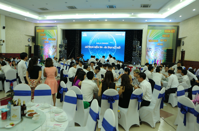 dịch vụ cho thuê thợ chụp tiệc tất niên cuối năm tại Hà Nội
