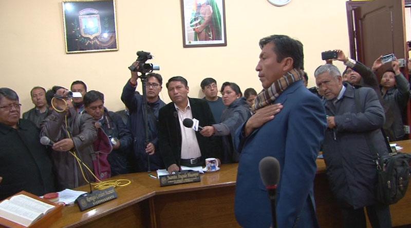 Concejal suplente asume titularidad en espera de investigación en caso Calderón