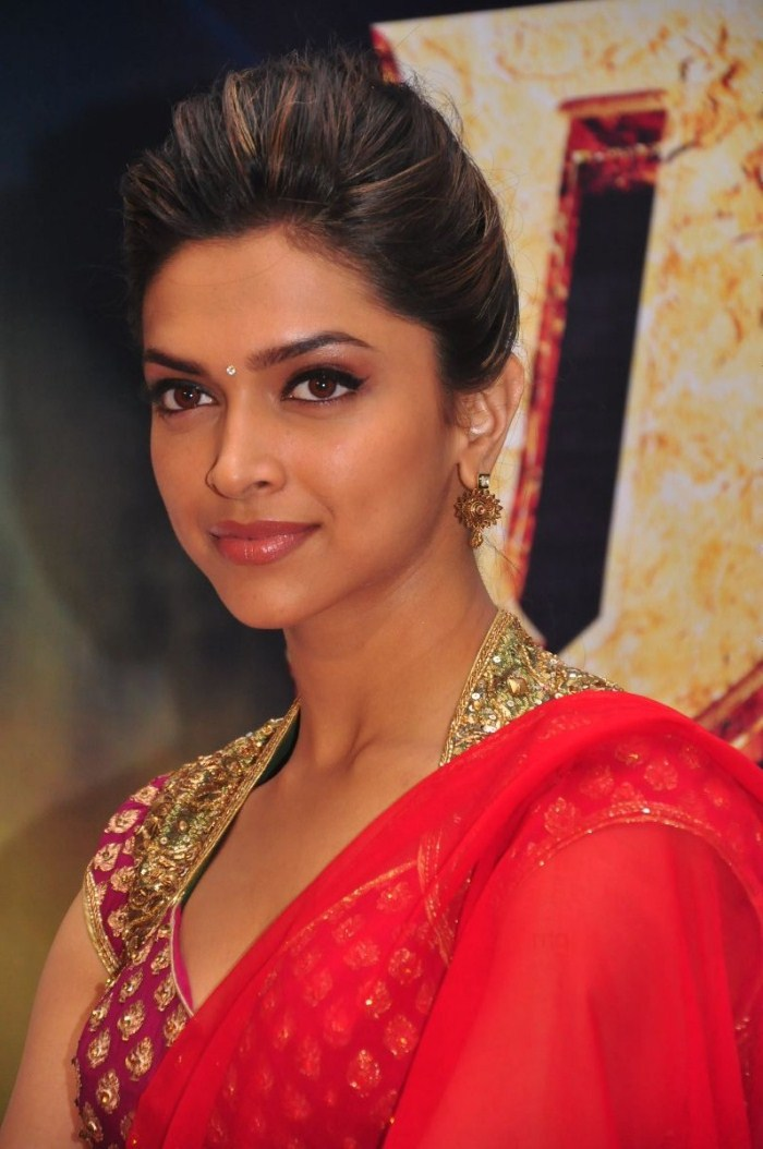 Desi Boyz actress Deepika Padukone rocking in a red ...