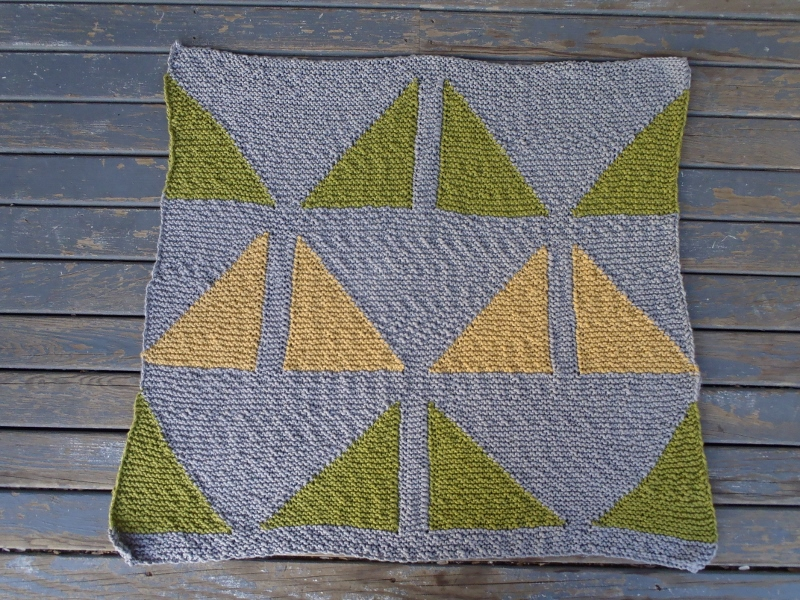 Knitted Triangle Pattern Baby Blanket : Stanas Critters Etc.: Knitting Pattern for Triangles Baby Blanket