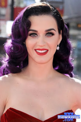 The life story of Katy Perry, singer and writer American songs, was born on October 25, 1984 in California.