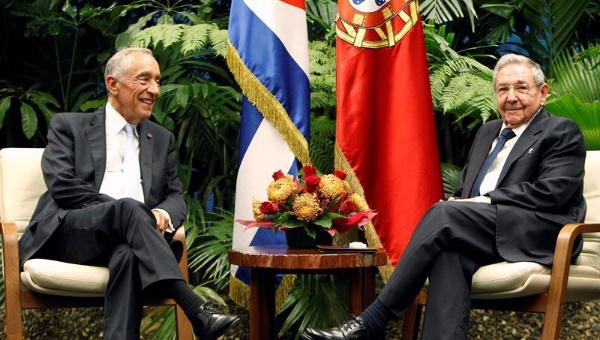 Presidente de Portugal se reúne con Raúl y Fidel Castro