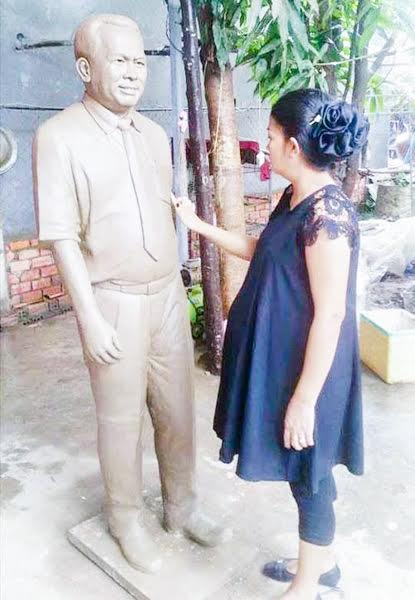 Kem Ley's widow checks the statue of her late husband, which City Hall is in no hurry to see erected. Supplied