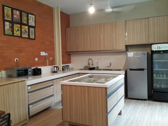 kitchen, hostel, the-packer-lodge, jakarta, kota