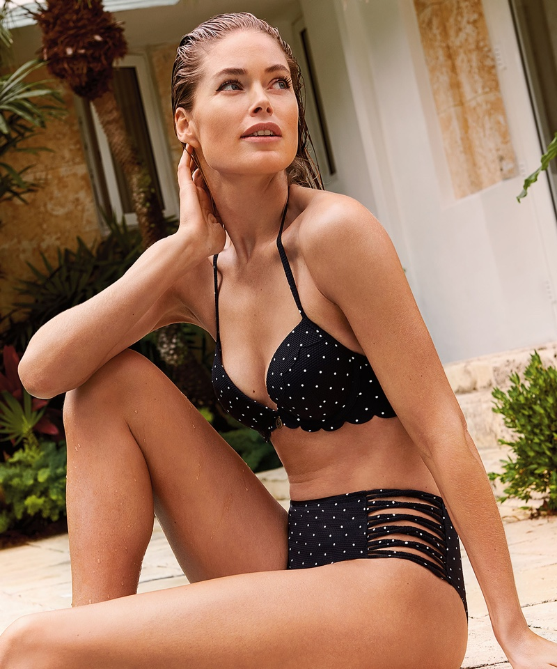 Doutzen Kroes wears black bikini from Hunkemoller
