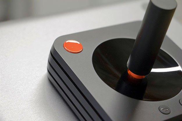 Se muestra el mando de Ataribox