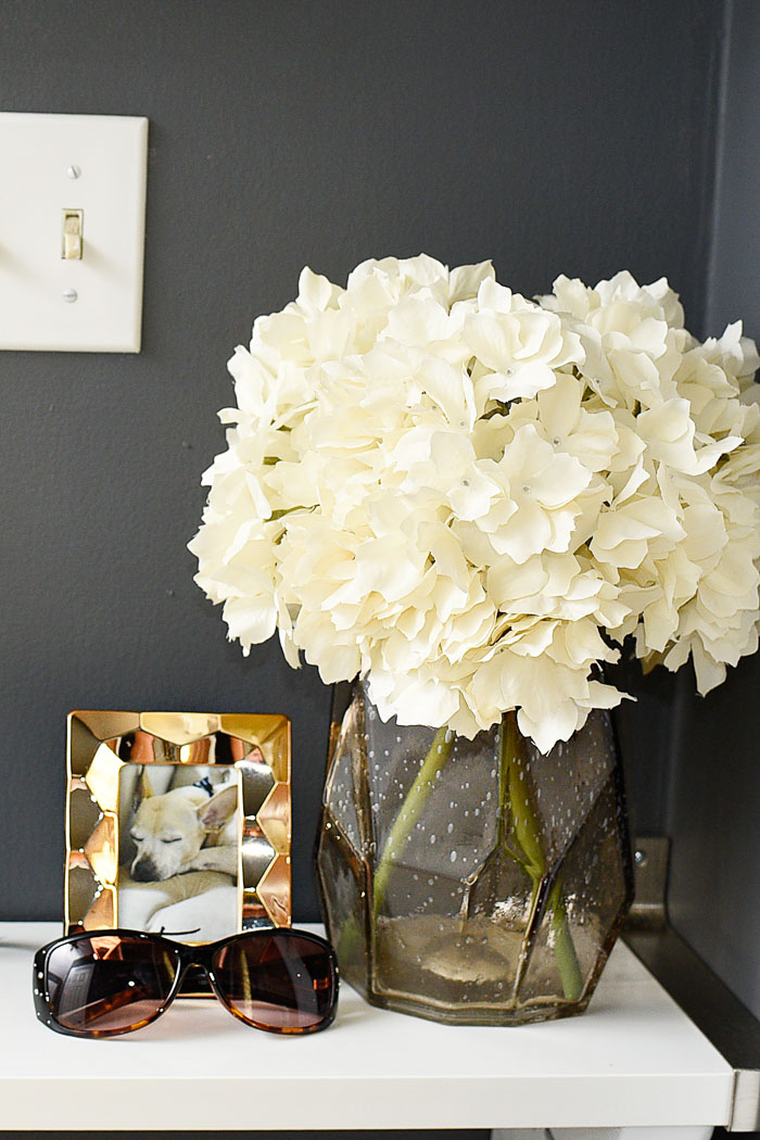 How to decorate a small foyer space. Love her use of gold, metallic neutrals and helpful DIY home decor tips.