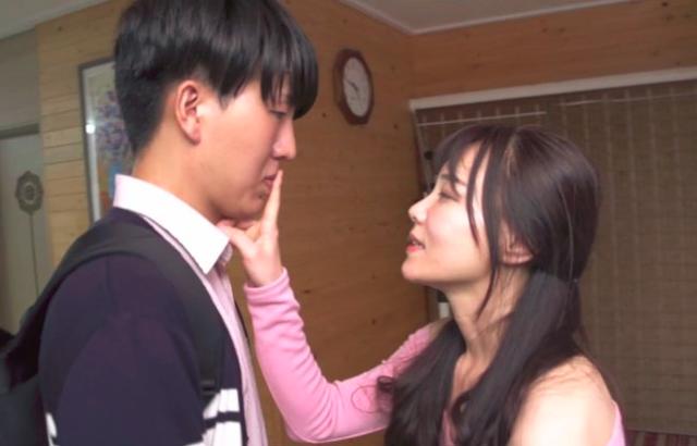 "Sinopsis Film Korea Terbaru : ""Secret Love; My Friend's Mom"" (2018)"
