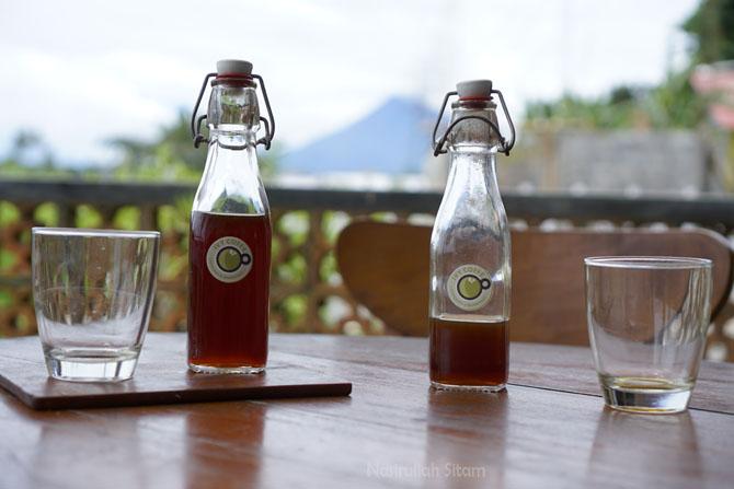 Mari menyeduh kopi dengan pemandangan sawah dan gunung Merapi