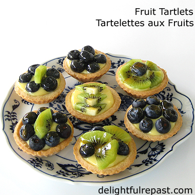 Mini Fruit Tartlets - Tartelettes aux Fruits / www.delightfulrepast.com
