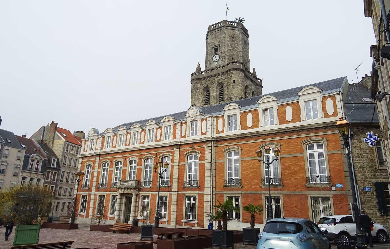 Boulogne-sur-mer hôtel de ville beffroi