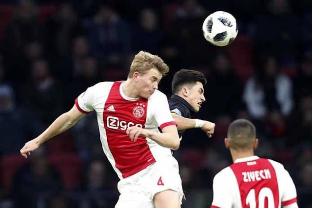 Spurs Bidik Bek Muda Ajax Amsterdam