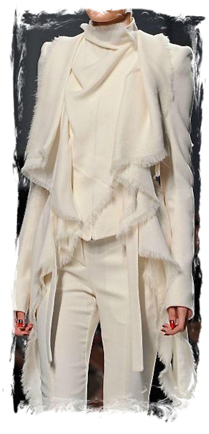 Le 50 regole dello stile da infrangere immediatamente: Il divieto di indossare abiti bianchi in inverno.