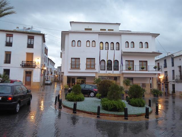 http://www.lanucia.es/noticias/i/33607/73/la-nucia-continua-hoy-en-alerta-amarilla-por-fuertes-lluvias-y-recogio-ayer-84-7-litros