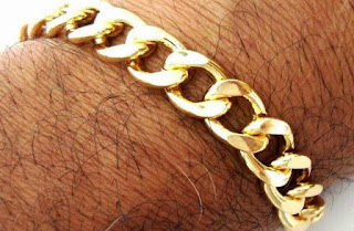 Bagi anda yang beragama islam pastinya sudah tau kan jikalau laki-laki dihentikan menggunakan perhiasa Pria yang Menggunakan Emas Beresiko Alami Kemandulan