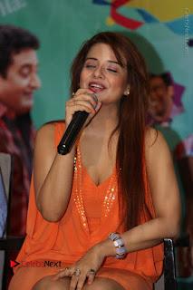 Actress Saloni Aswani Pos in Short Dress at Meelo Evaru Koteeswarudu Movie Interview  0126.JPG