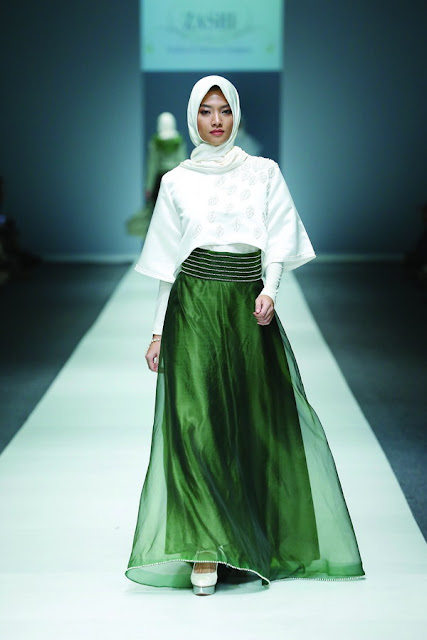 Beragam Baju Muslim Pesta Long Dress