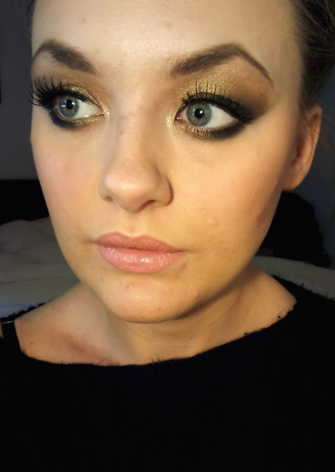 make up obsession and anxiety confessions make up look gold smokey eye using urban decay naked. Black Bedroom Furniture Sets. Home Design Ideas
