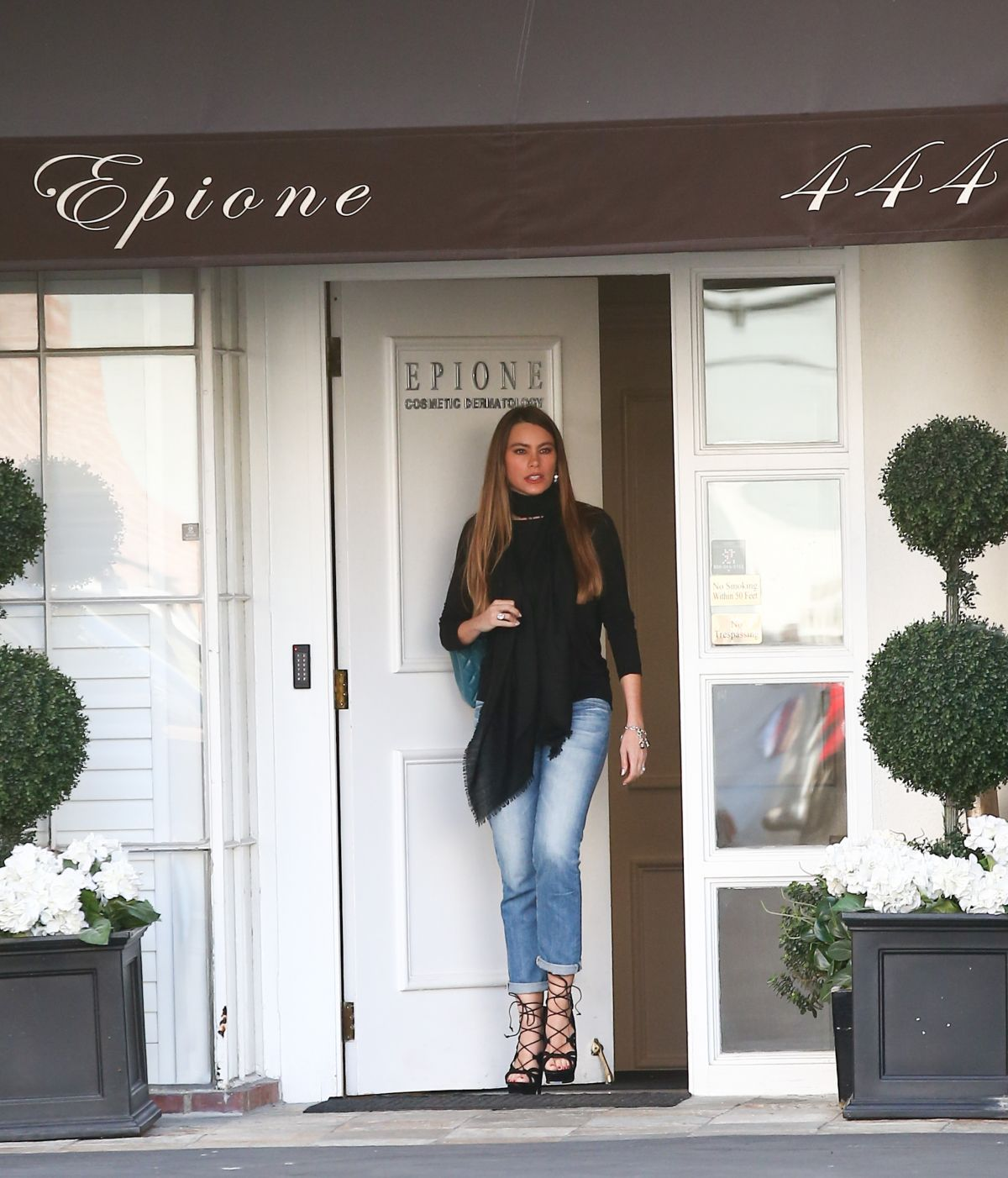 HD Photos of Sofia Vergara Leaves Epione Skin Care Clinic, Beverly Hills