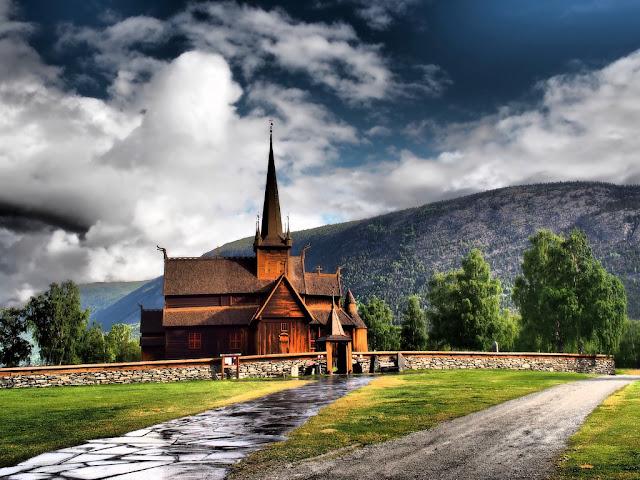Kostel Stavkyrkje, Lom, Norsko, příroda, trek