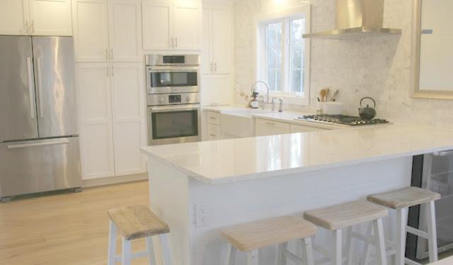 White modern farmhouse kitchen with Minuet quartz countertop