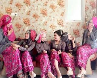 Seragam Keluarga Resepsi Pernikahan