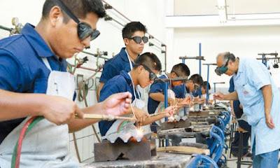Oficios y carreras técnicas con mayor demanda según cada región Perú según SINEACE