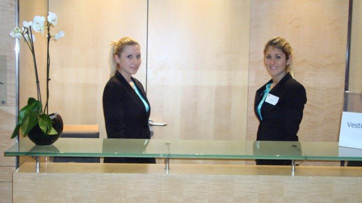 Hôtesse d'accueil : Les phrases à connaitre en français