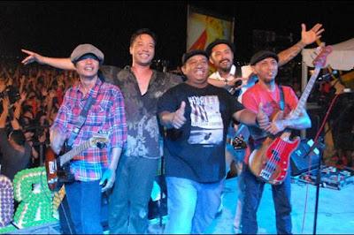Shaggy Dog merupakan grup band reggae asal kota Yogyakarta Kumpulan 10 Lagu Reggae Shaggy Dog Terbaik dan Terpopuler