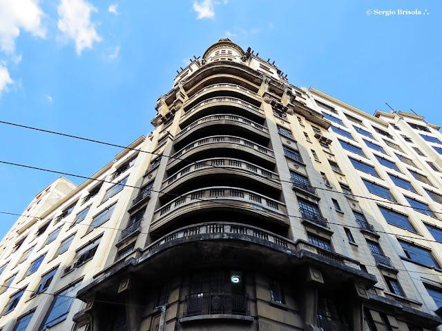 Perspectiva inferior da fachada do Edifício Rolim - Sé - São Paulo