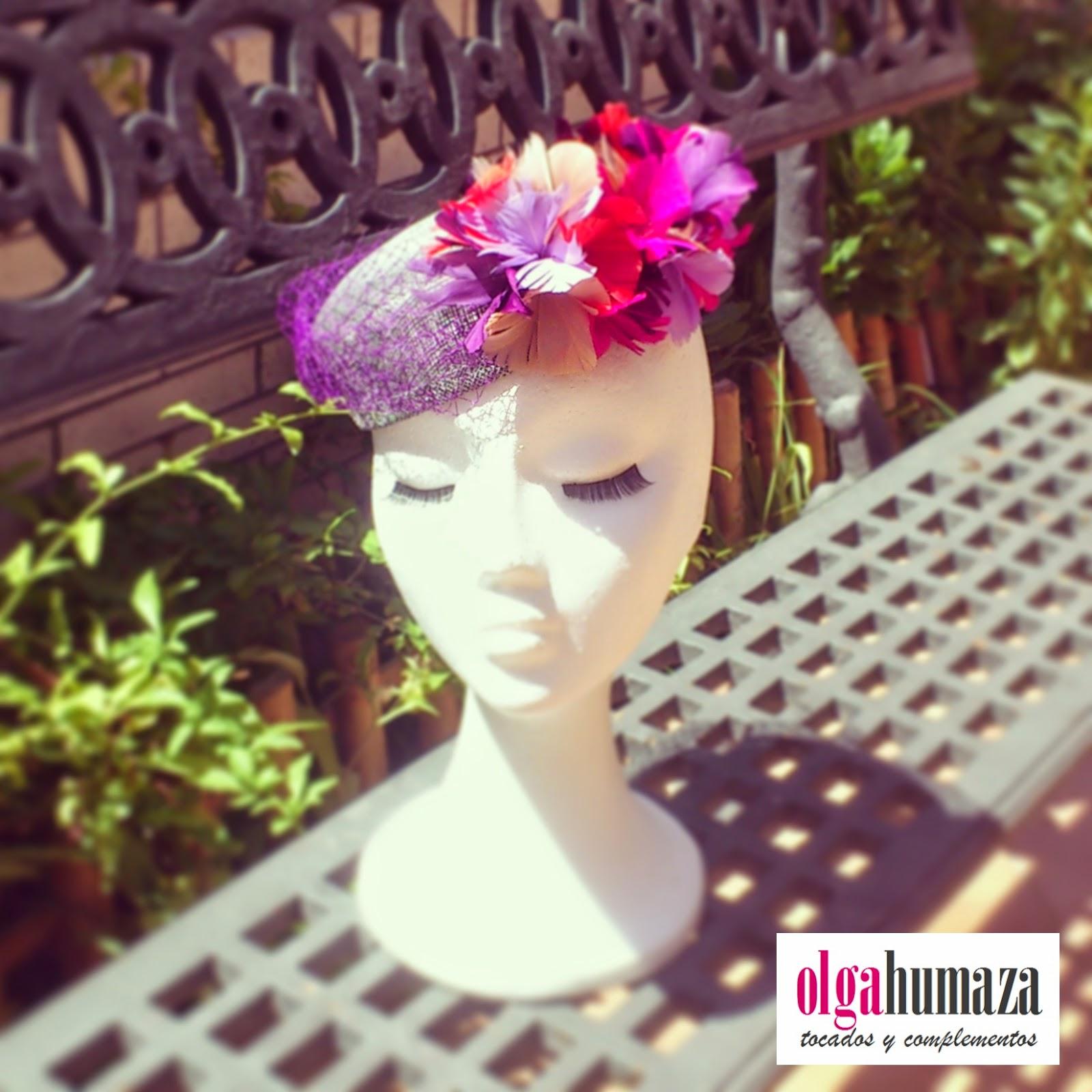 http://olgahumaza.blogspot.com.es/2014/07/b51-tocado-casquete-gris-plata-y-flores.html