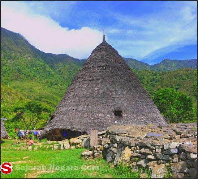 Foto Rumah adat Waerebo NTT