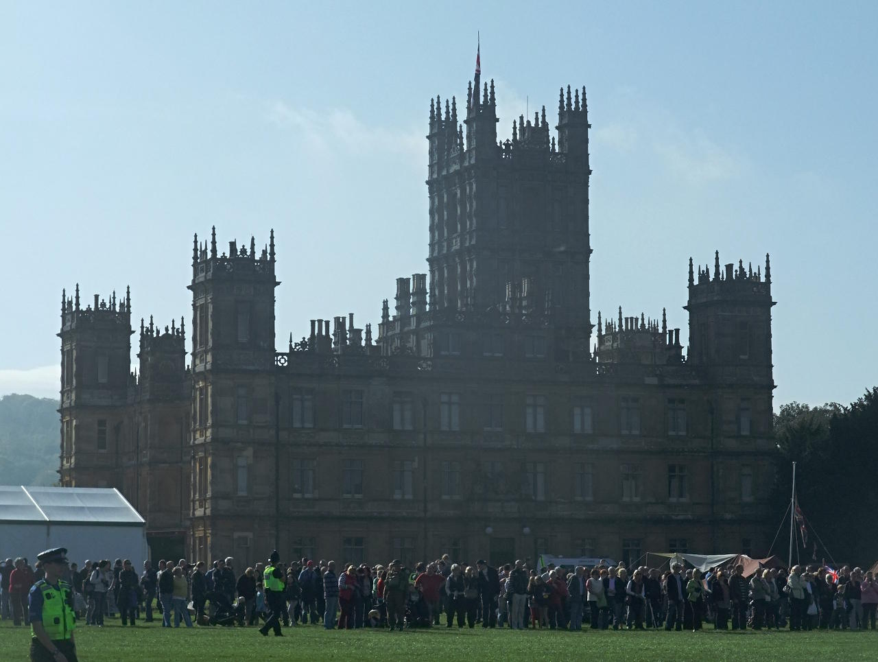 In 1915 The 5th Countess Carnarvon Converted Castle Into Highclere Home Hospital So Heroes At Aimed To Raise Money