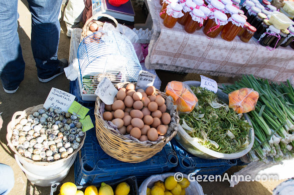Sığacık pazarında bıldırcın yumurtası, köy yumurtası, şevketi bostan tezgahı