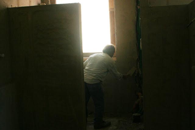maestro dell'intonaco a calce master of lime mortar
