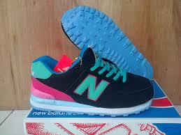 Contoh Sepatu New Balance Wanita Modern