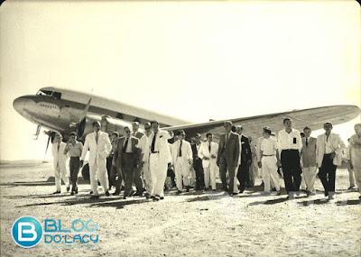 FOTO É HISTÓRIA: ERNANI AMARAL MINISTRO DE OBRAS PÚBLICAS NO GOVERNO DE JUSCELINO KUBITSCHECK VISITOU LIMA CAMPOS EM 1959