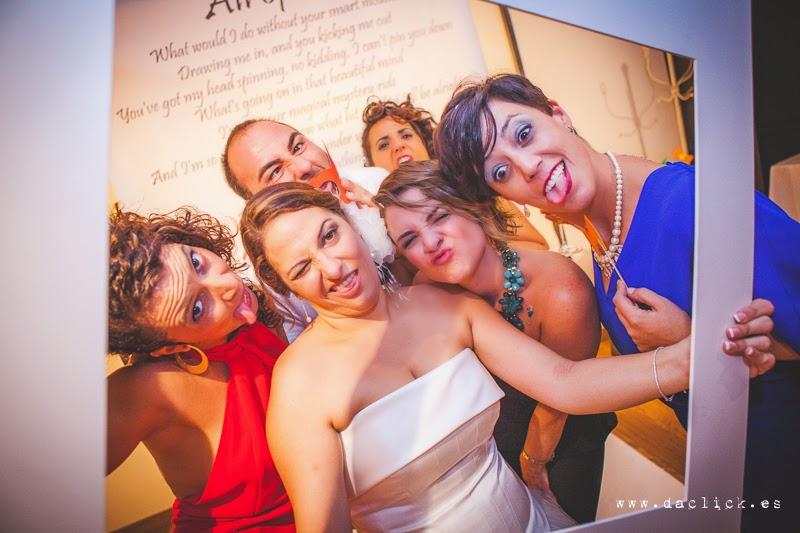 cara fea en photocall de boda