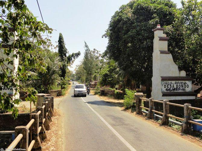 Gapura memasuki desa Bondo, Jepara
