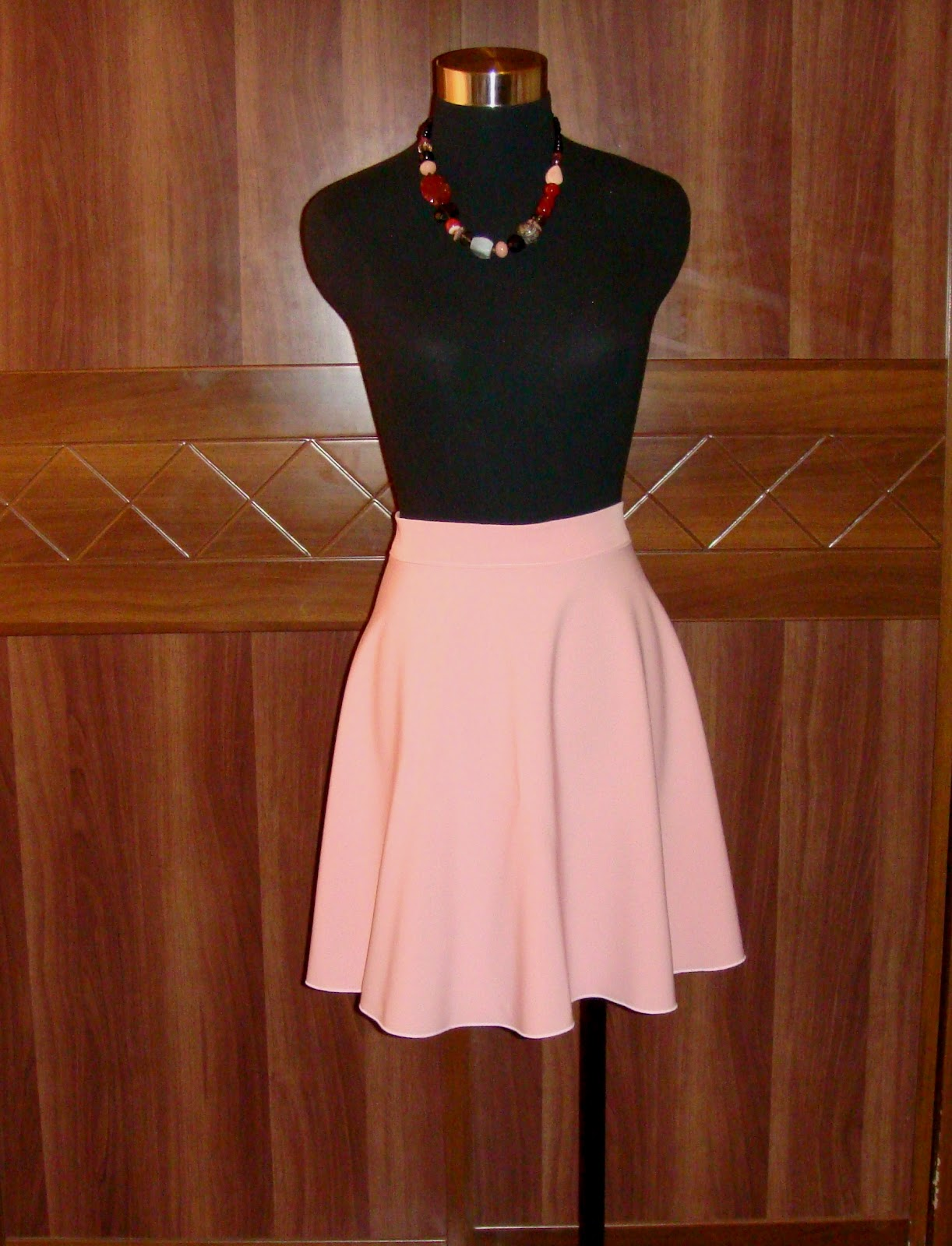 http://velvetribbonsew.blogspot.com/2012/07/summer-skirt-in-light-pink.html